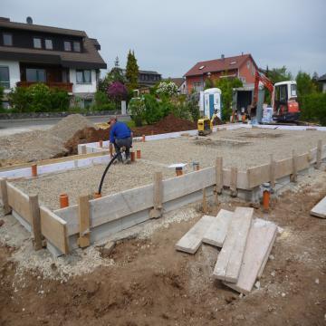 Holzhaus Marktzeuln - Bodenplatte wird eingeschalt
