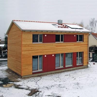Ein Holzhaus im Zeitraffer